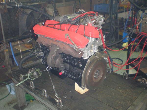 ファイアリングテスト中のRB25エンジンの写真