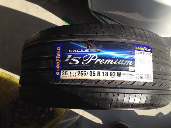 グッドイヤー製のEAGLE LS Premiumのタイヤパターンです