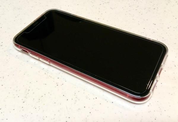 iPhone11の100均ケースを装着したiPhone11の写真