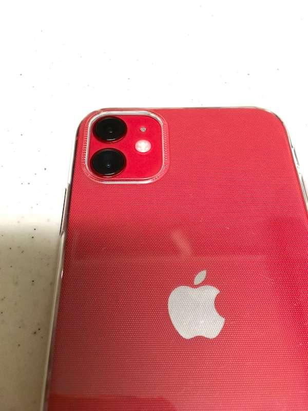 iPhone11の100均ケースのカメラ部のフィッティングがわかる写真