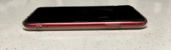 iPhone11の100均ケース右側の写真