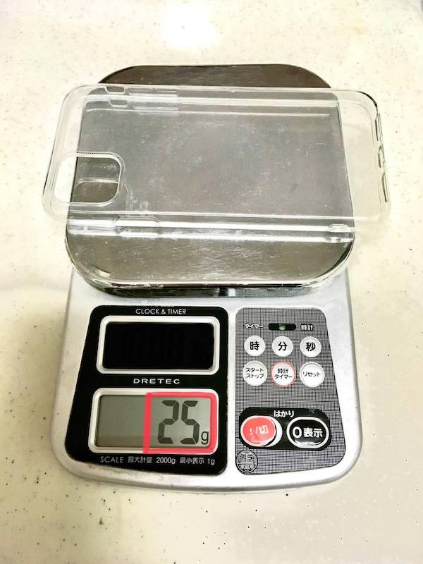 iPhone11の100均ケースの重さがわかる写真