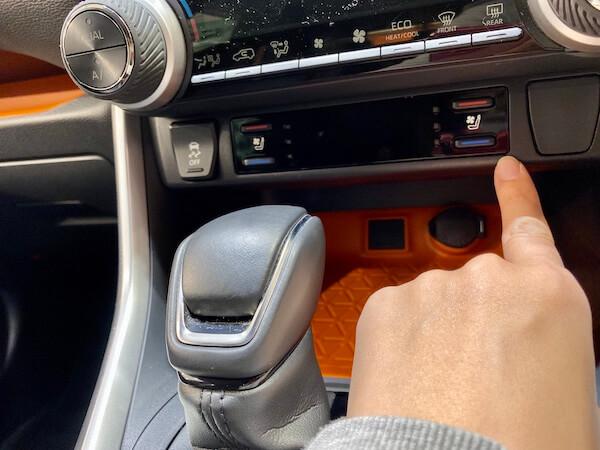 RAV4のシートヒーターのスイッチがわかる写真